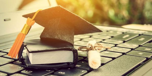 Korona kriza: digitalna revolucija v visokem šolstvu v svetu