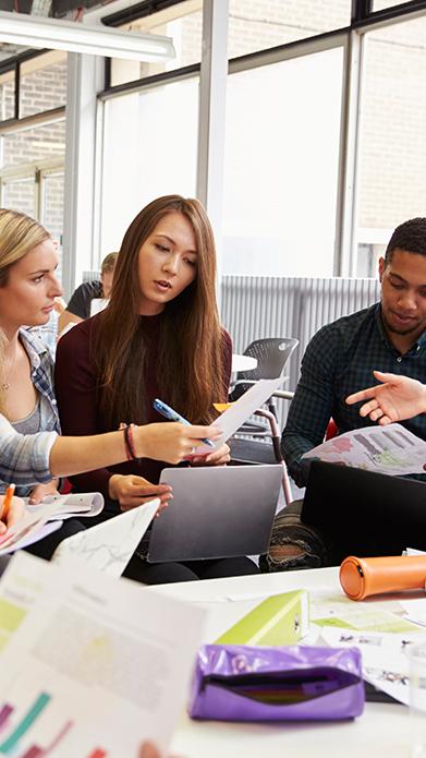 DOBA Fakulteta vključuje dodiplomske in podiplomske študente v znanstvenoraziskovalno delo v okviru raziskav visokošolskih učiteljev in v okviru razpisanih raziskovalnih tem fakultete